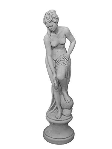 gartendekoparadies.de Massive Steinfigur Statue Venus im Bad auf Podest aus Steinguss frostfest...