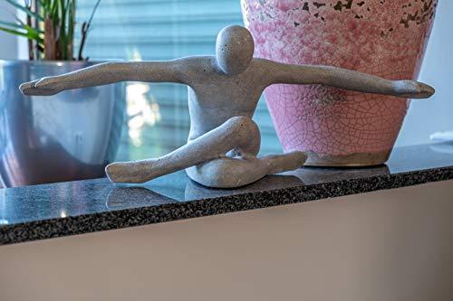 IDYL Sandstein-Skulptur Flying Man | 53x19x20 cm | Moderne Deko-Figur in Sandsteinoptik | Farbe...