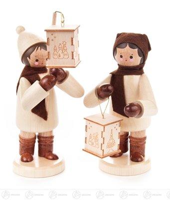 Weihnachtliche Miniatur Laternenkinder groß natur (2) Breite x Höhe x Tiefe 5 cmx14,5 cmx5,5 cm...