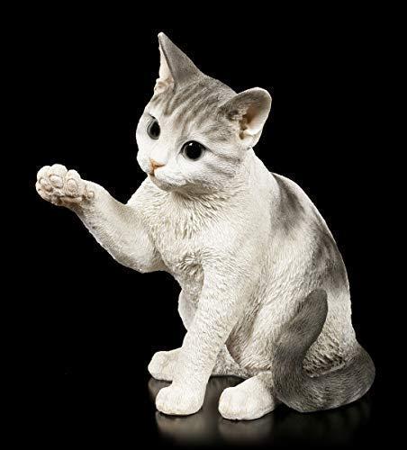 Figuren Shop GmbH Gartenfigur - Verspielte Katze   Tierfigur, Handbemalt wetterbeständig