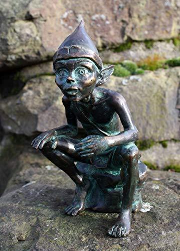 H. Packmor GmbH Bronzefigur Kleiner sitzender Kobold Gnom Elfe aus Bronze grün Gartendekoration...