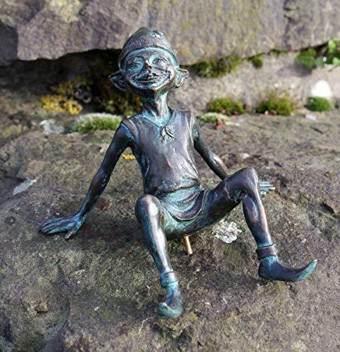 H. Packmor GmbH Bronzefigur Kleiner liegender Kobold Gnom Elfe aus Bronze grün Gartendekoration...