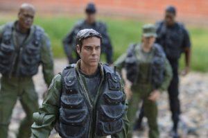 Armee Soldat mit Gruppe im Hintergrund
