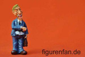 Lustige Chef Direktor Geschäftsmann Sammlerfigur aus Polyresin Kunstharz schaut auf die Uhr