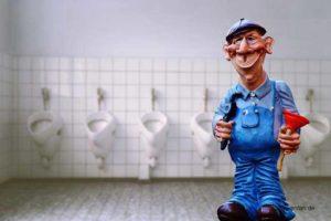 Klemptner Figur Polyresin Kunstharz Les Alpes Funny Jobs mit Pömpel vor Toiletten