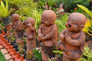 Buddha Figuren Gruppe wetterfest im Garten