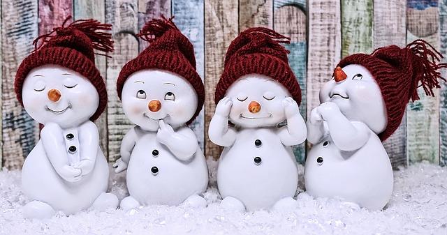 Vier lustige Schneemänner Figuren