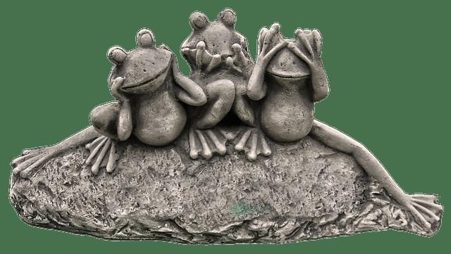 Drei Frösche auf Stein teichfigur