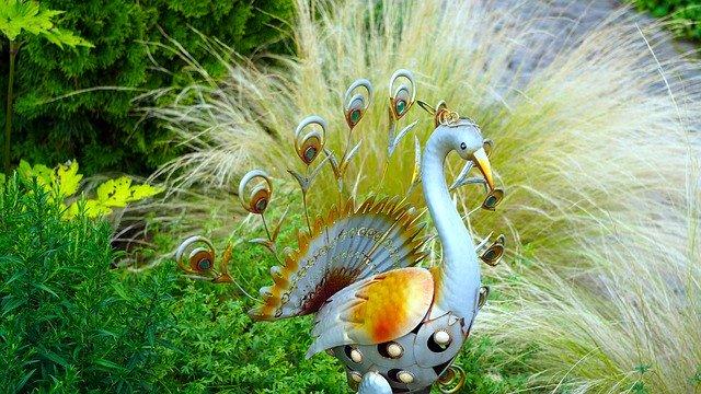 Gartenpfau aus Metall